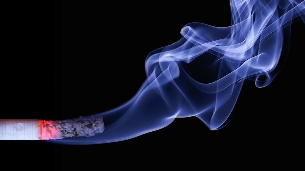 【男性】健康保険加入者における特定保健指導該当者と喫煙率
